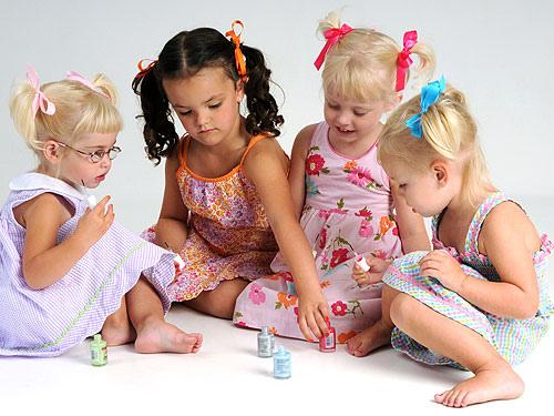 Esmalte de uñas natural y no tóxico para señoritas