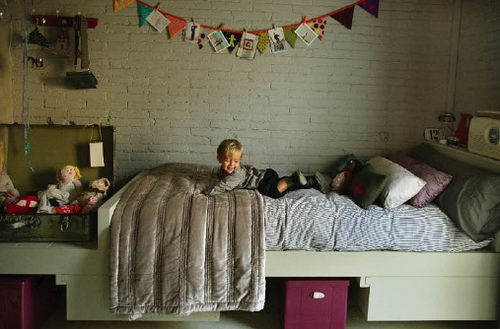 Paredes de piedra y ladrillo para la habitación de los niños