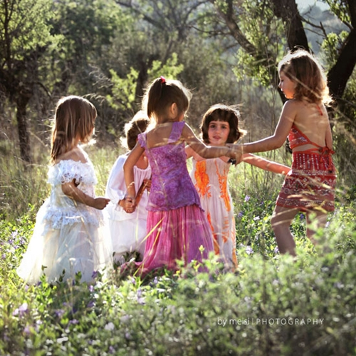 Los niños y su ropa (by Kireei)