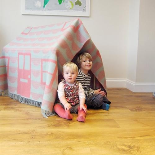 Una casita para niños en lana.