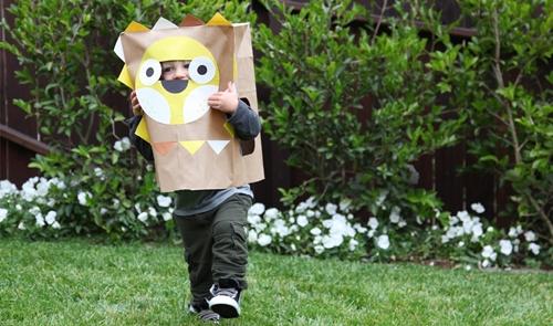Convierte una bolsa de papel en un disfraz chic de Halloween