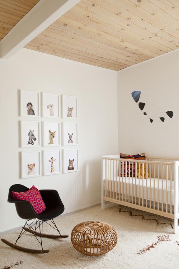 Fotografía de animales en la habitación del bebé