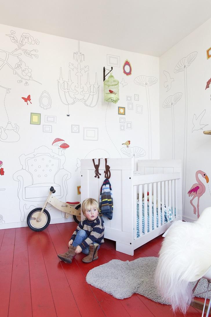 Colorido en el suelo del cuarto infantil… ¡Rojo!
