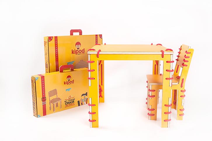 Mesa y sillas DIY para niños
