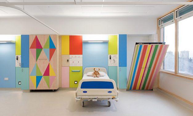 Proyectos infantiles: Un hospital renovado con colores alegres