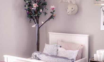 Habitación infantil primaveral en tonos soft