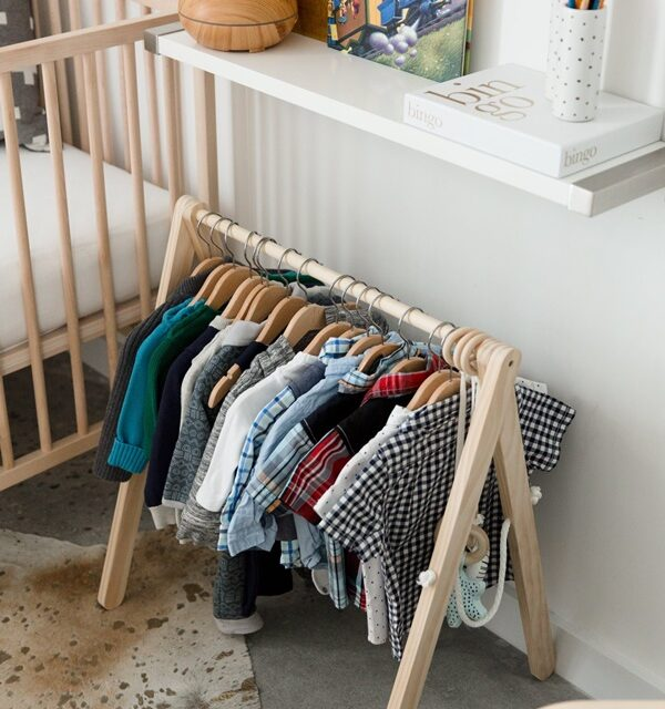Un vestidor abierto infantil