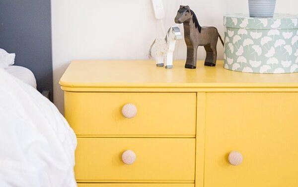 Un toque amarillo en muebles infantiles
