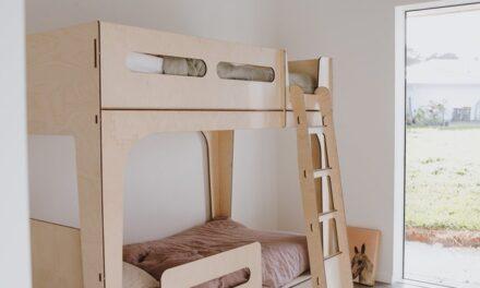 Una cama para dormitorios infantiles pequeños