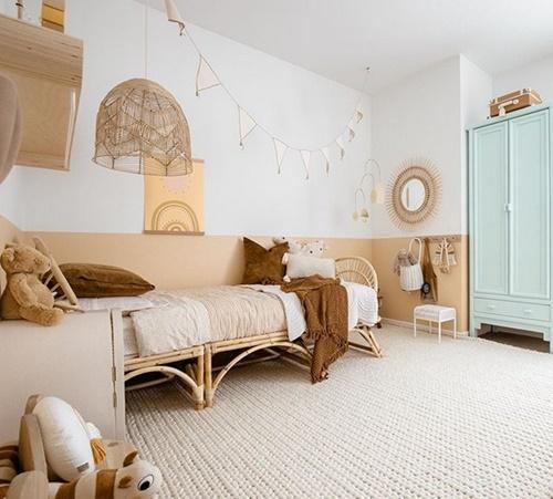 Un dormitorio infantil a base de mimbre y madera