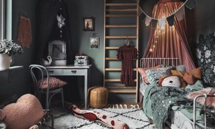 Una habitación infantil con detalles románticos