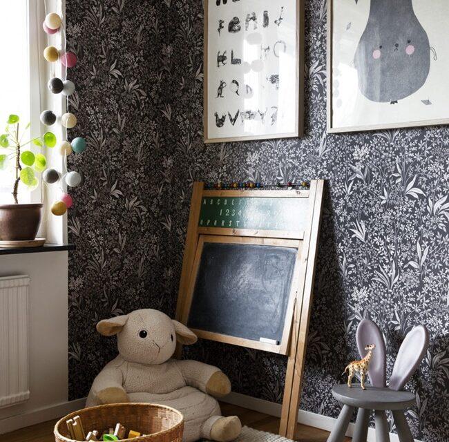 Una habitación de juegos con aire vintage