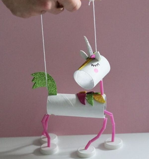 Manualidades infantiles: una marioneta unicornio